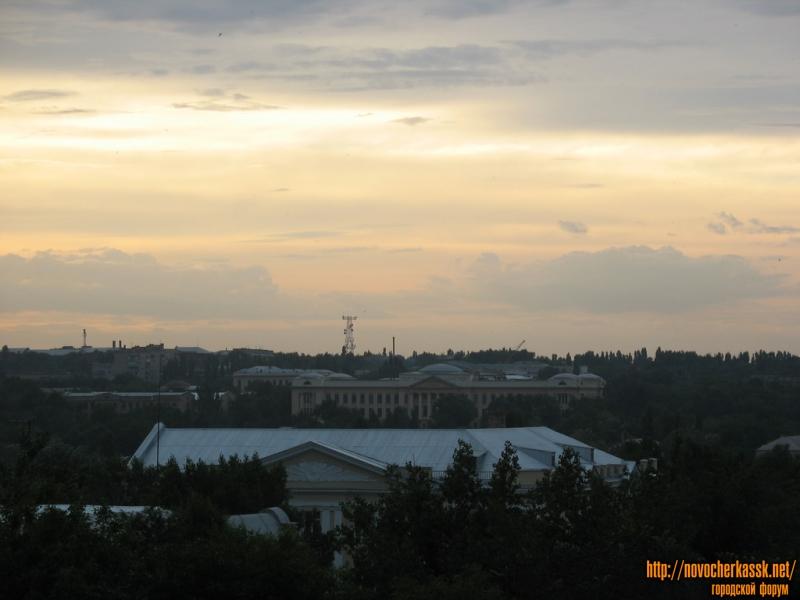 Панорама города и вид на главный корпус ЮРГТУ (НПИ) с колеса обозрения