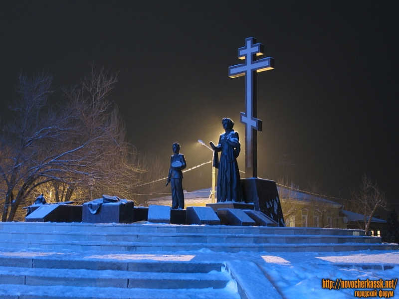 Ночь. Памятник Примирения и согласия