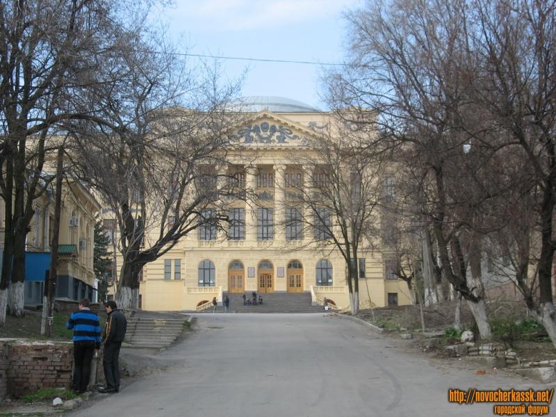 Главный корпус ЮРГТУ (НПИ). Вид с Орджоникидзе