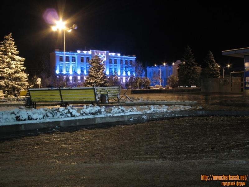 Перед Макдональдсом. Городской Дом культуры