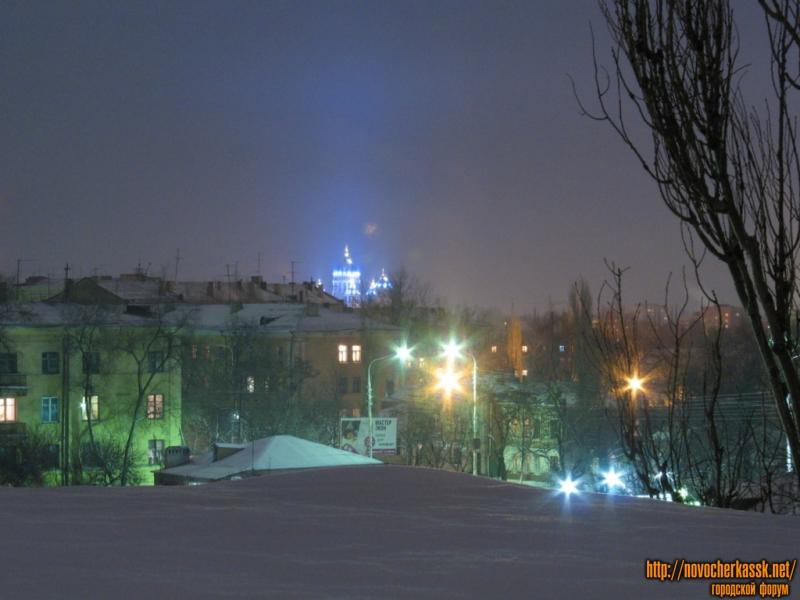 Вид на Собор с одной из крыш Баклановского проспекта