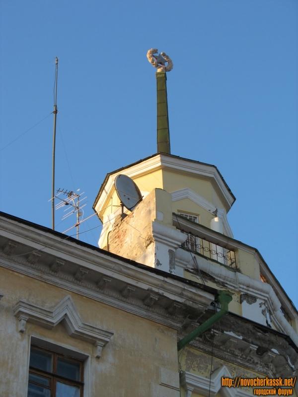 Шпиль дома на углу Московской и Кривопустенко