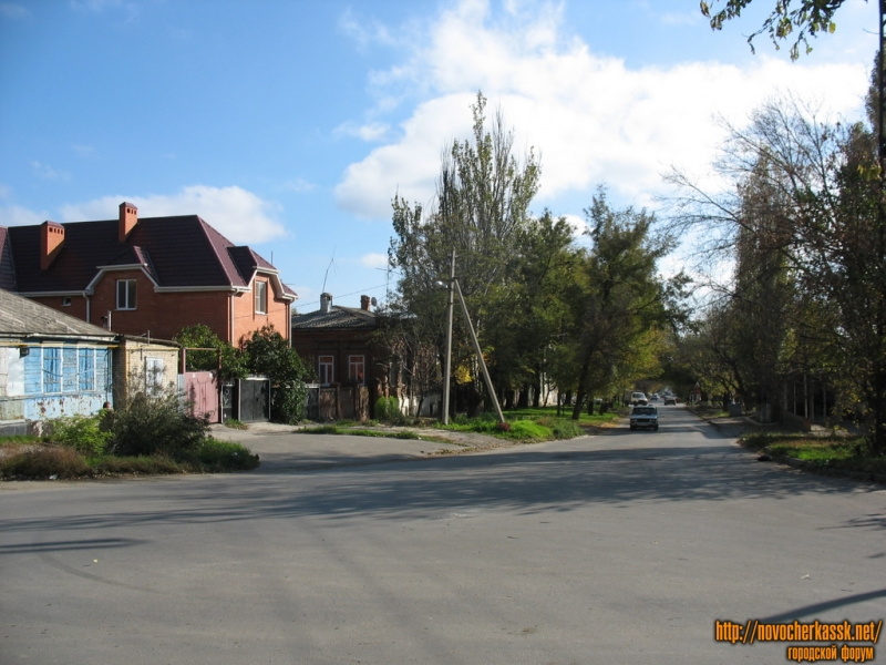 Начало улицы Михайловской, вид с площади Чапаева