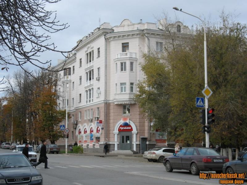 Дом на углу Московской и Просвещения