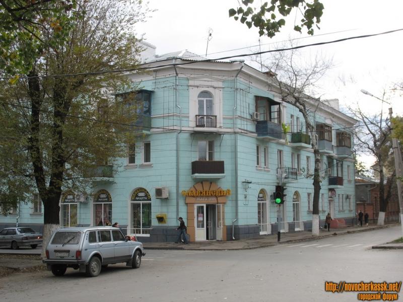 Магазин Славянский, угол Просвещения и Пушкинской