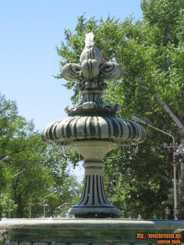 Фонтан в сквере перед Атаманским дворцом