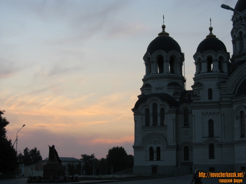 Собор, памятник Бакланову