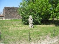 Сарматские каменные бабы. Около бывшего ресторана Сармат