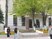 Памятник Кортунову, министру газовой промышленности РСФСР, угол Пушкинской и Просвещения, около НИМИ