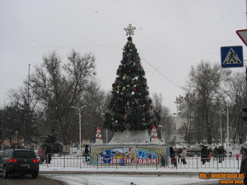 Елка-2009 перед памятником Атаману Платову