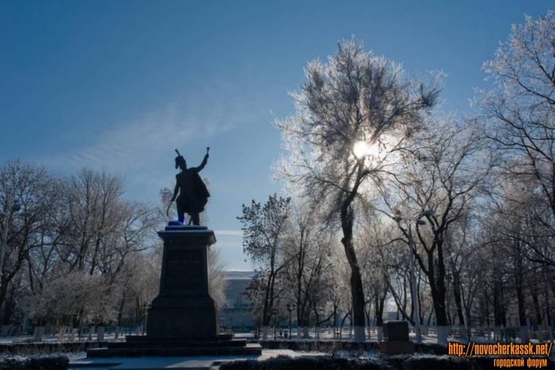 Памятник Атаману Платову и сквер перед Атаманским дворцом, Платовский проспект