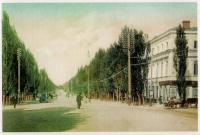 Московская на пересечении Комитетской, справа - библиотека имени Пушкина