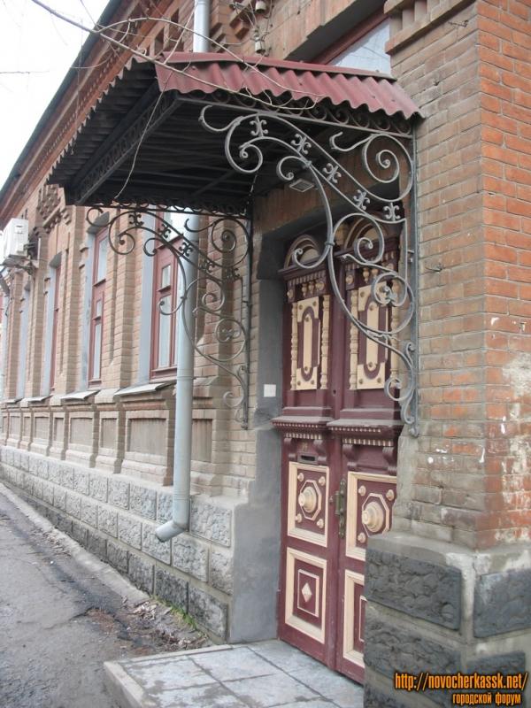 Крыльцо дома, Пушкинская, 98