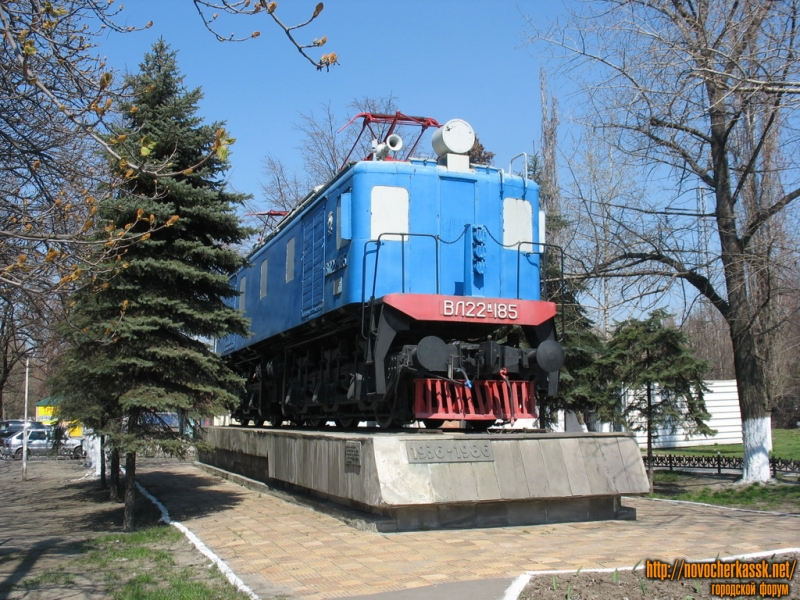 Первый электровоз, изготовленный на НЭВЗе, установлен 27 апреля 1986 года в честь 50-летия завода