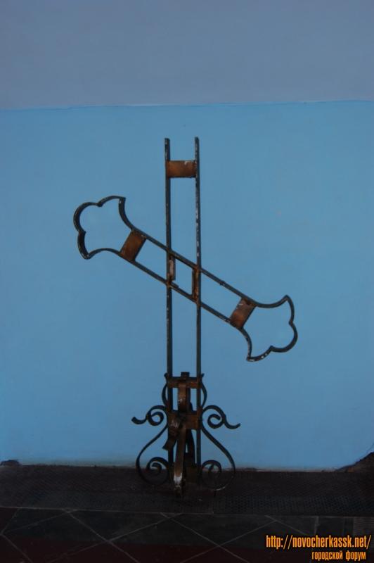 Остатки креста, упавшего в 1986 году