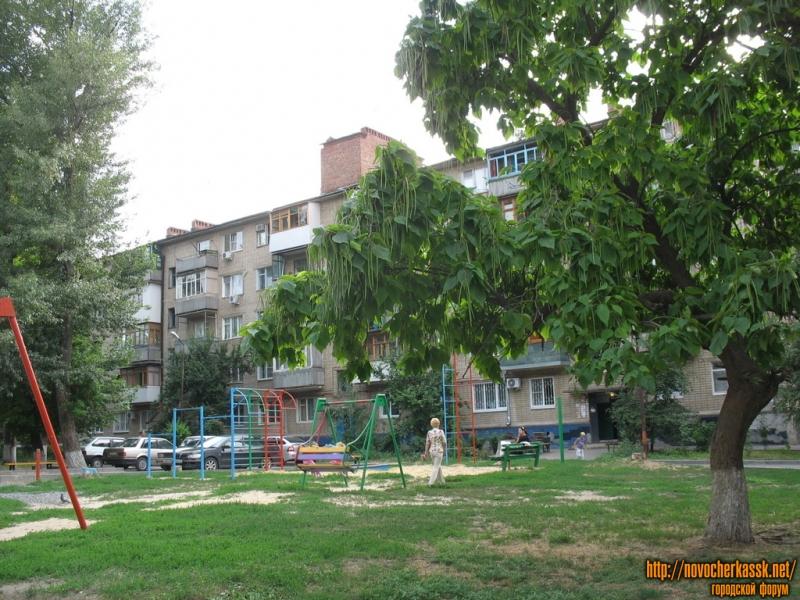 Двор по улице Ларина