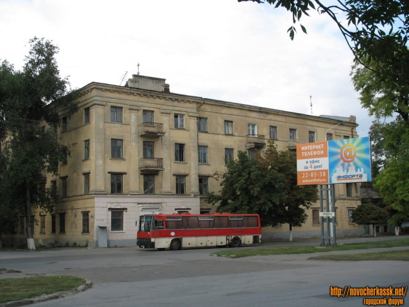 Угол Баклановского и Островского, бывшее женское общежитие