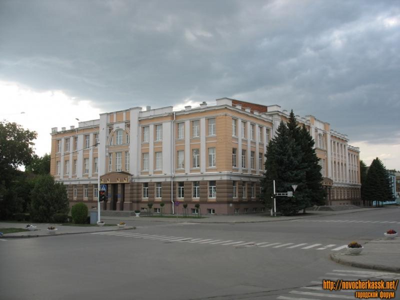 Перекресток Платовского и Атаманской, Драматический театр и Городской Дом Культуры