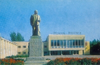 Дворец культуры и памятник Ленину