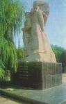Памятник борцам за советскую власть - Подтелкову и Кривошлыкову, площадь Жертв Революции (Троицкая)