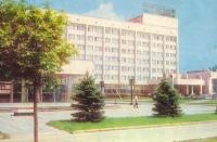 Гостиница Новочеркасск. Слева - кинотеатр Космос. Проспект Баклановский