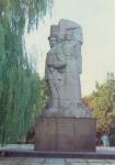 Памятник Подтелкову и Кривошлыкову, площадь Революции (Троицкая)