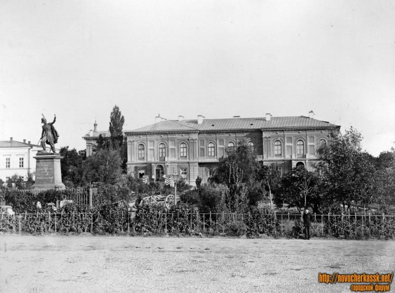 Платовский проспект, памятник Платову и Атаманский дворец