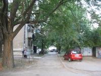 Двор угловой пятиэтажки на Михайловской и Просвещения