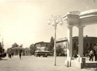 Пересечение пр. Платовского и Московской, на заднем плане - гостиница Южная