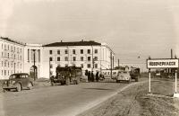 Проспект Баклановский, сейчас Юбилейная площадь. Слева - общежитие НИМИ. Тут начинался город...