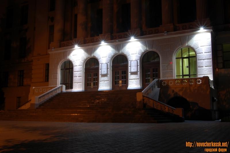 Просвещения, главный корпус ЮРГТУ (НПИ) ночью