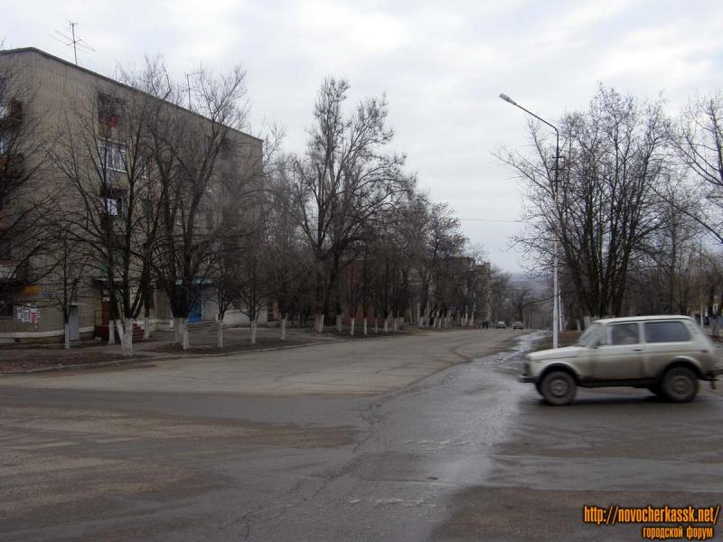 Вниз по Красному спуску от перекрестка с Александровской