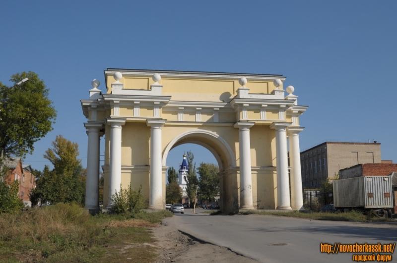Западная триумфальная арка, Платовский проспект