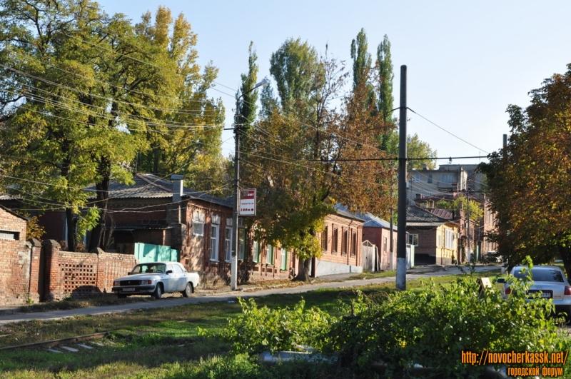 Крылова. Вид с ул. Буденновской в сторону Баклановского. Четная сторона