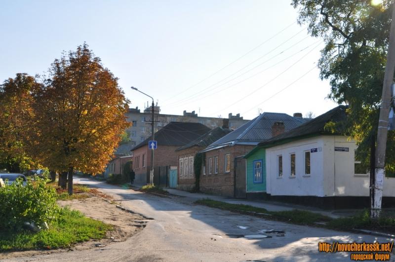 Крылова. Вид с ул. Буденновской в сторону Баклановского. Нечетная сторона