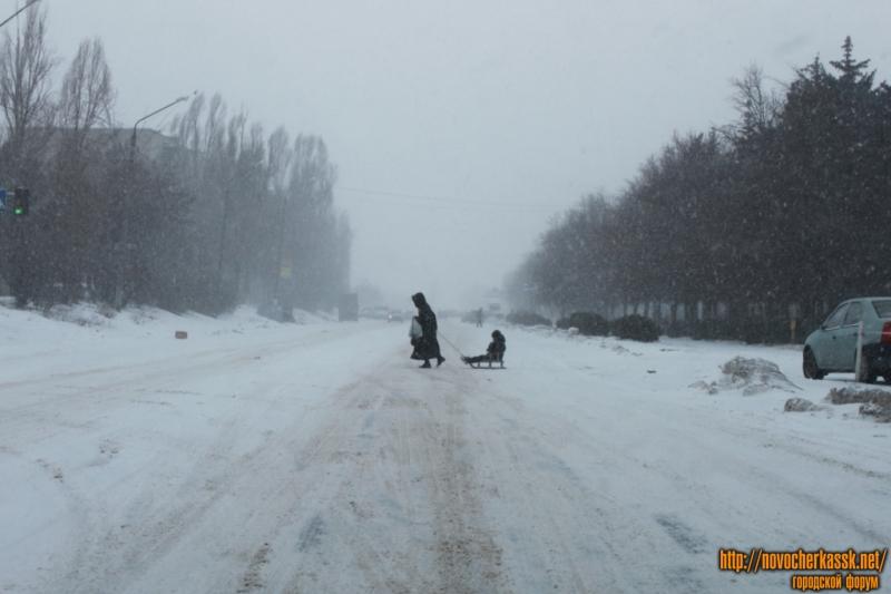 """Улица Буденновская, снегопад. Район проходной завода """"Магнит"""""""