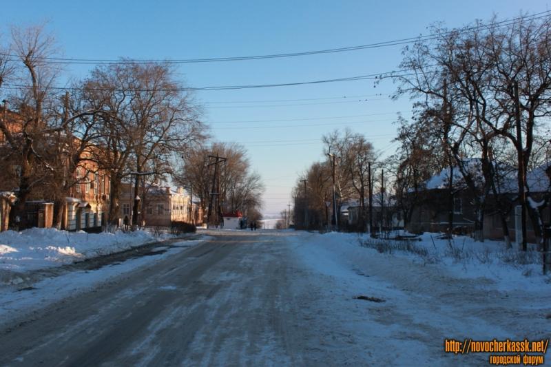 Улица Орджоникидзе, между Платовским проспектом и Александровской. Вид в сторону Александровской