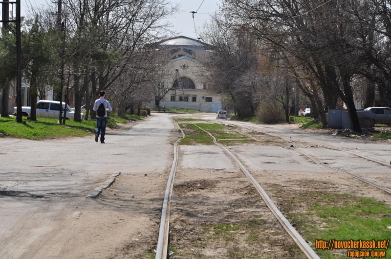 Улица Галины Петровой. Трамвайные пути