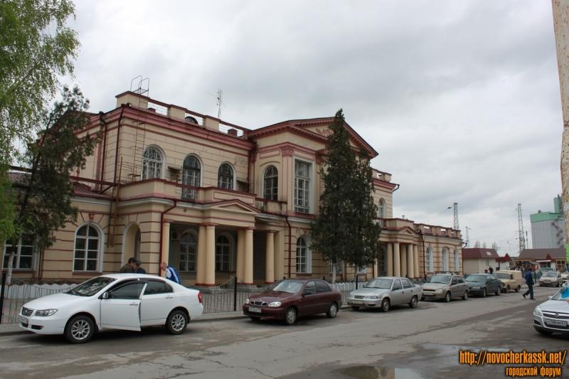 Фасадная сторона вокзала в Новочеркасске