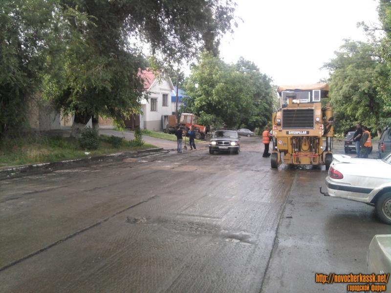 Укладка асфальта на улице Ленгника