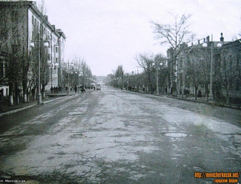 Ул. Московская. На ближнем плане - пересечение с Просвещения. 1950-е года.
