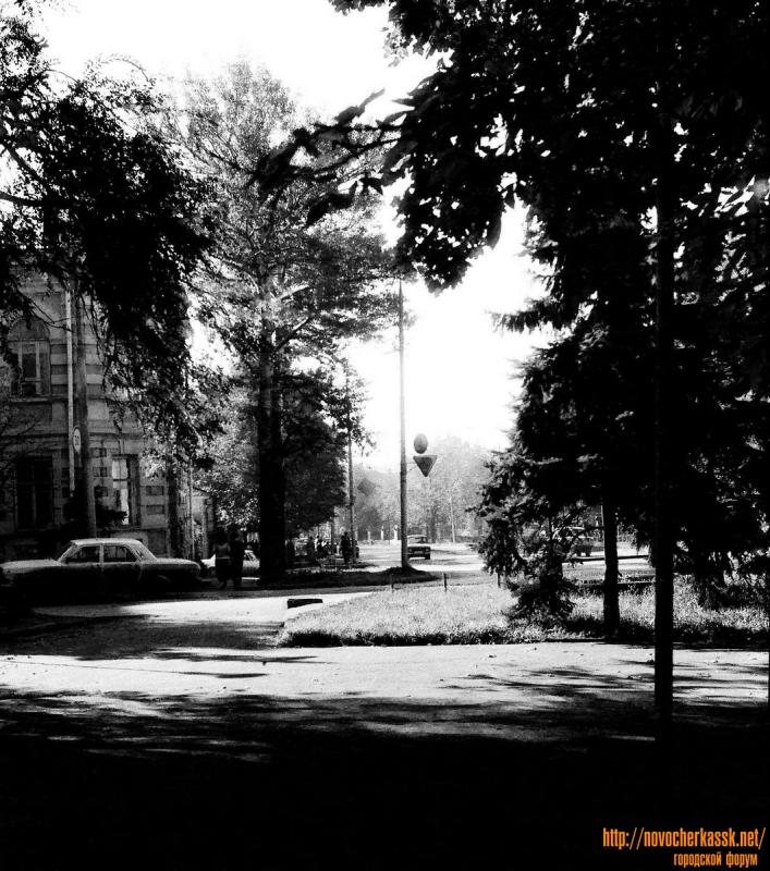 Вид на ул. Московскую от пл. Троицкой. 11 октября 1990 г