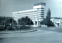 Гостиница Новочеркасск. Пл. Юбилейная. 11 октября 1990 г.