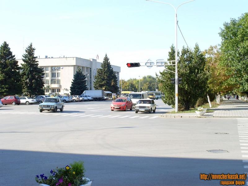 Платовский. Вид на Администрацию. Сентябрь 2009.