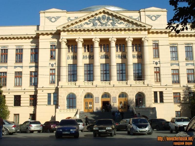 Просвещения. Главный корпус ЮРГТУ (НПИ). Сентябрь 2009