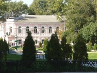 Сквер перед Атаманским дворцом. Сентябрь 2009