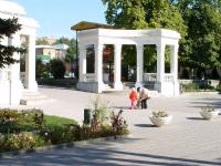 Аллея Александровского парка в районе гл. вход. Сентябрь 2009