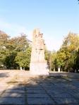 Пл. Троицкая. Памятник Подтелкову и Кривошлыкову. Сентябрь 2009.