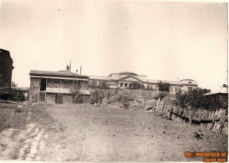 1930е. Вид на главный корпус НПИ из дворов на ул. Просвещения.