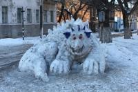 Ул. Пушкинская. Снежная скульптура перед пожарной частью